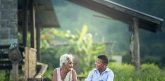 https://pixabay.com/photos/grandmother-kids-laptop-myanmar-1822560/