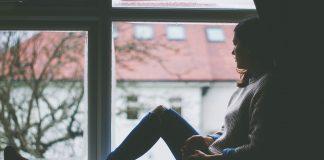 https://pixabay.com/photos/window-view-sitting-indoors-girl-1081788/