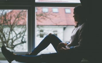 https://pixabay.com/photos/window-view-sitting-indoors-girl-1081788/