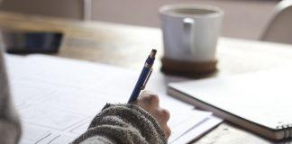 https://pixabay.com/photos/writing-write-person-paperwork-828911/