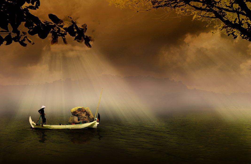 https://pixabay.com/photos/fishermen-boat-asia-indonesian-504098/