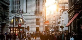 https://pixabay.com/photos/urban-people-crowd-citizens-438393/