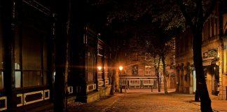 https://pixabay.com/photos/city-night-dark-architecture-lamps-89197/