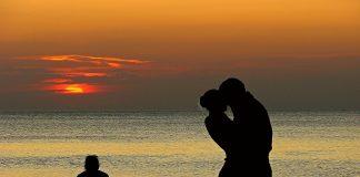 puisi-sedih-karena-cinta-bertepuk-sebelah-tangan-2-lelahbersajak