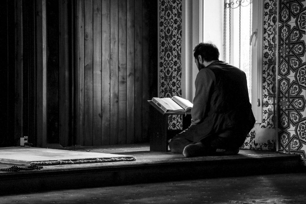 surat-al-kahfi-dan-keutamaannya-membaca-di-malam-jumat-dan-jumat-malam